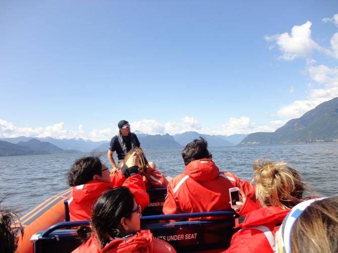 Horseshoe Bay e barco zodiac / Crédito: Natasha Sá Osório