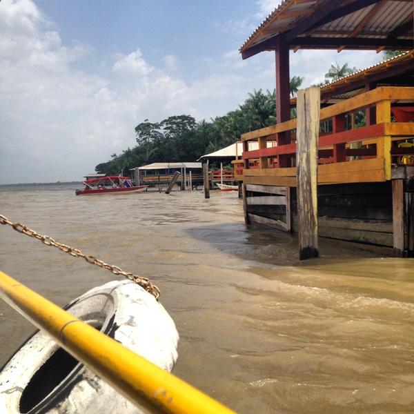 Dentro do barco indo para a Ilha do Combu / Crédito: Ana Elisa Teixeira